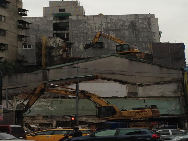 長安西路延平北路老舊5層建物拆除