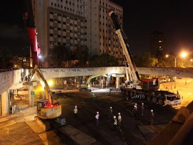 南海路和平西路口天橋拆除