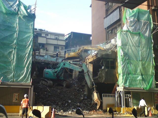 台北市世和大樓12層拆除