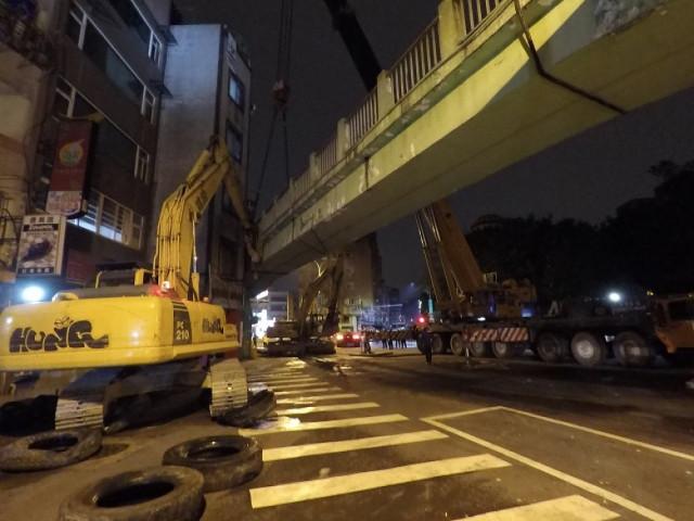 萬大路長泰街口天橋拆除