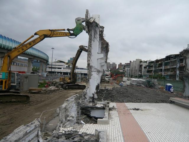 新店捷運機場拆除