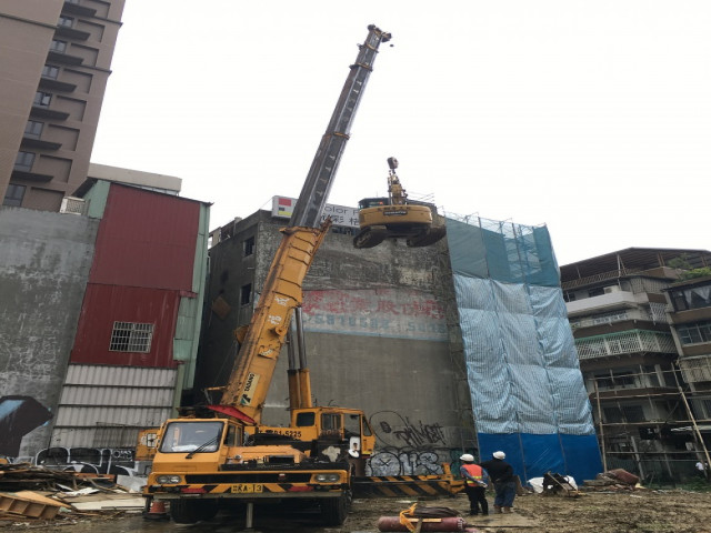 南京東路二段五層樓建物拆除