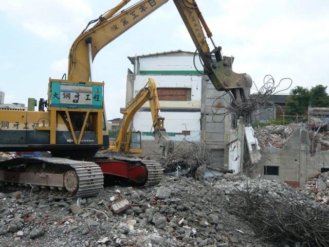 南京東路國王飯店旁7層建物拆除