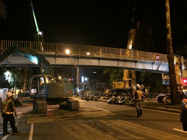 成功路天橋拆除