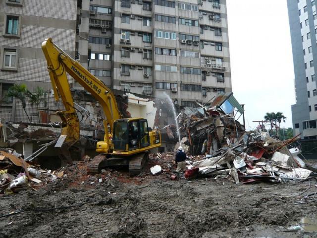德行東路建物拆除