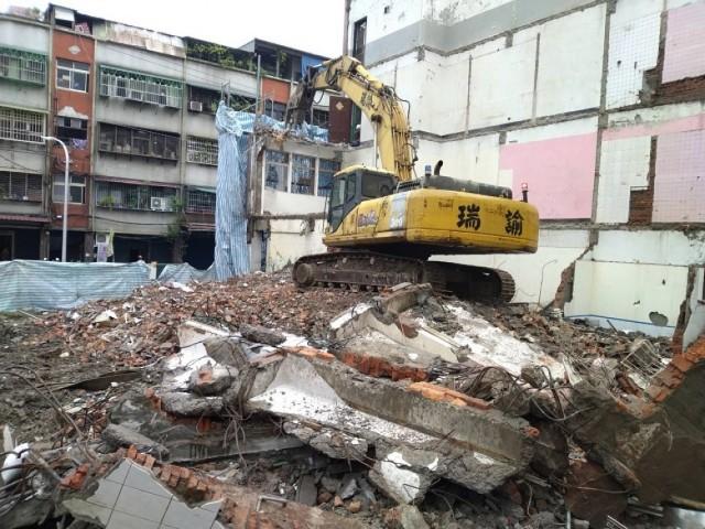 新北市莒光路共同壁四層樓拆除