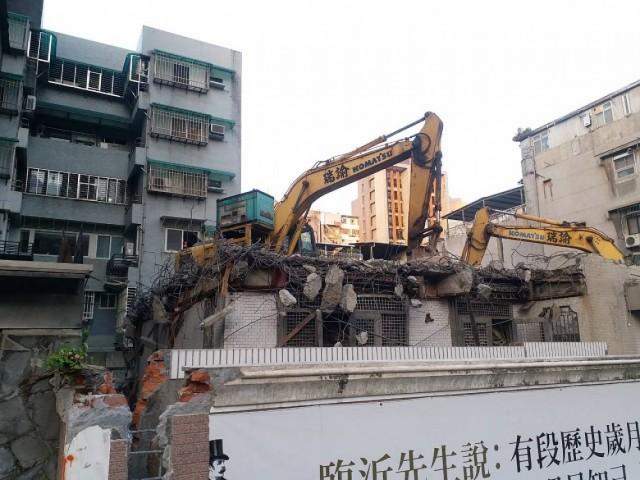 臨沂街五層樓建物拆除