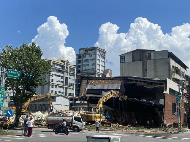 士東路樣品屋拆除